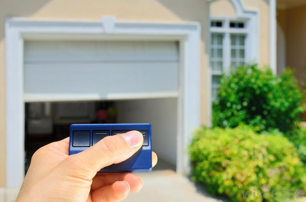 Quel prix pour une porte de garage motoris e clic travaux - Prix porte de garage laterale motorisee ...