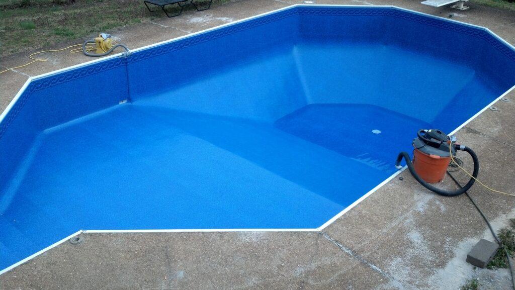prix du liner combien co te le rev tement d 39 une piscine. Black Bedroom Furniture Sets. Home Design Ideas