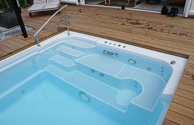Installation d 39 une piscine coque combien a co te for Installation piscine coque