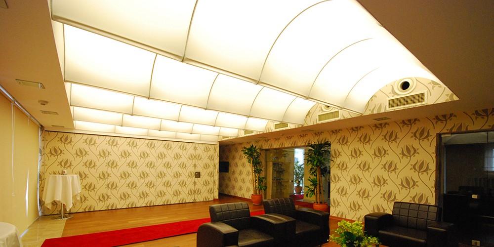 prix du plafond tendu mat riaux utilis s isolation et autres facteurs. Black Bedroom Furniture Sets. Home Design Ideas