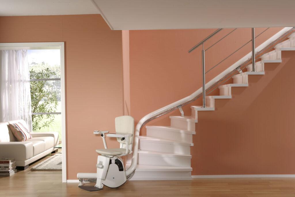 prix d 39 un monte escalier et de sa pose selon le type de. Black Bedroom Furniture Sets. Home Design Ideas